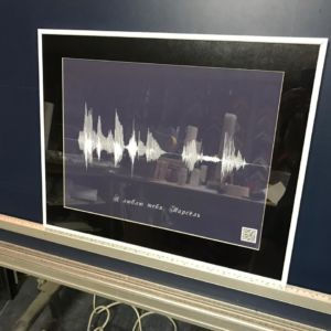 Картина голоса А2 в рамке с паспарту